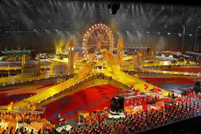 Es Devlin desenhou a incrível cerimônia de encerramento das Olimpíadas de Londres